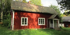 I Lövbacken, Rosshyttan, finns detta hus på 77 kvadratmeter. Foto: Kronofogden