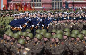Ryska trupper övar inför lördagens Segerdag. 16500 soldater väntas passera över Röda Torget.