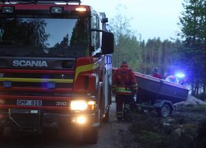 Räddningstjänsten från Sveg gjorde en utryckning till Hocksjön på söndagskvällen sedan två män i en båt trillat i vattnet.