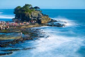 Havstemplet Tanah Lot är ett turistmål på Bali i Indonesien.   Foto: Shutterstock.com