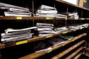 En prenumeration kan vara dyrt för en student men i nationshuset finns alla dagstidningar från hemorten.