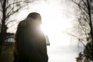 Dödstalen i samband med narkotika och narkotikaklassade läkemedel har ökat i Dalarna och Sverige. Vad det beror på råder det delade meningar om. Personerna på bilden har inget med texten att göra.