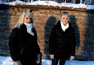 """Izabell Bergman och Lisa Landin vill i framtiden jobba med barn och därför söker de nu extrajobb som barnvakter. """"Det handlar inte bara om att tjäna pengar, utan det är bra erfarenheter också"""", säger Lisa Landin.Foto: Henrik Flygare"""