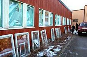 Arkivfoto: Mathias Forslöf  Källöskolan drabbad. I februari slog man till mot Källöskolan. 24 rutor krossades. Kanske hade gärningsmännen kunnat gripas om de fångats på bild.