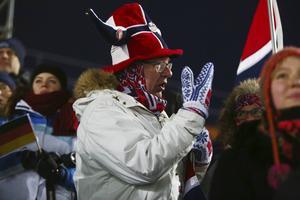En hängiven norsk supporter på Östersunds skidstadion.