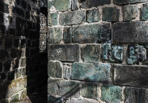 På 1700-talet fick man upp ögonen för att hälla den varma slaggmassan i formar för att skapa byggstenar.