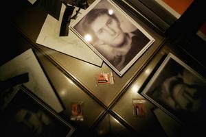 En revolverkula och den välkända fantombilden som förekom under utredningen av mordet på statsminister Olof Palme. Mordet avhandlas i såväl P3 Dokumentär som i