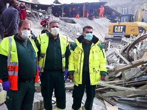 Johan Hansson, Börje Ljung och Cahit Yenigün hjälpte till i räddningsarbetet efter jordbävningen i Turkiet–som hittills krävt 596 personers liv.