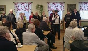 Publiken följde dansarnas idoga fotarbete med stort intresse.