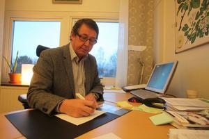 John-Martin Forsman hoppas att kommunen ska kunna erbjuda modersmålsundervisning i början av nästa termin.