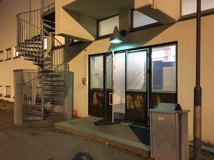 Under tisdagskvällen erbjöds de boende på Högdalastigen att duscha i Brunnsängsskolan. Men när LT:s reporter besökte platsen var där tomt.