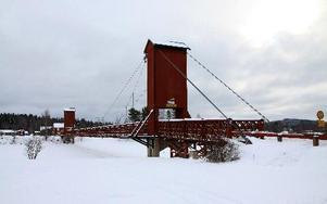 Hängbron i Dala-Floda kommer få trafikljus under tiden Holsåkersbron byggs. Foto: Seth Jansson