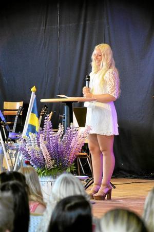 Årets talare. Julia Gustavsson från elevkåren höll tal till sina medstudenter.