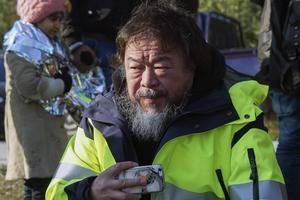 Ai Weiwei befinner sig på den grekiska ön Lesbos.