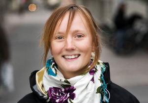 Amelie Claessson, Östersund–Jag ska fira genom att ringa till min mamma som bor i Uppsala eller skicka ett fint sms. Jag jobbar nere i Badhusparken på söndag så då ska jag ta hand om alla mammor där när jag serverar glass.