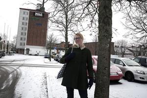 Om samma bild tas om sisådär ett år så hoppas Åsa Wikberg (MP) att en stor del av Folkets hus-fasaden skyms av parkeringshuset. När p-huset väl står klart efter cirka tio månaders byggtid kan bostadsbyggandet i kvarteret komma i gång på allvar.