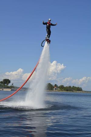 Kasper Sonesson säger att flyboarding är bland det bästa han har testat på.