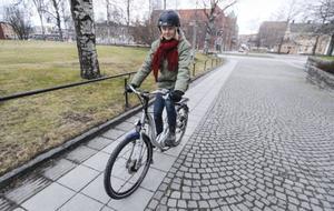 Med en elcykel får du hjälp i uppförsbackar och motvind. När du trampar skjuter elcykelns elmotor till extra kraft. Nu kan du i en vecka, låna en av Östersunds kommun och prova om det är något för dig.– Den är jättekul att köra, intygar Märit Izzo på Länsstyrelsen.