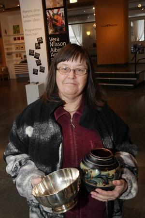 Förväntansfull skattletare. Gunilla Larsson var en av många besökare som gärna ville att Bukowski skulle ta sig en titt på hennes saker och får dem värderade.