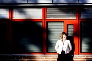 """TROR PÅ SIG SJÄLV. 41-åriga juristen Christina Forsberg från Gävle är utsedd till nästa länspolismästare i Gävleborg. Men hon har ingen erfarenhet av polisarbete. """"Jag förstår om det blir debatt kring min bakgrund"""", säger hon."""