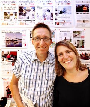 MOT VÄGGEN. Per Bäckström och Catrin Landén, huvudansvariga för Arbetarbladets nya layout, berättar hur de tänkt med Arbetarbladets nya utseende.
