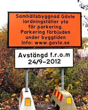 Många har parkerat gratis på Alderholmen men nu kommer det att kosta två kronor i timmen att ställa bilen där.