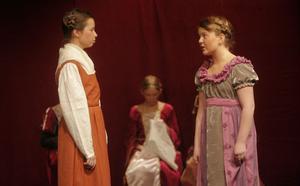Hovdamen Matilda och Snövit.