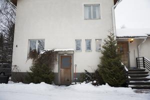 Läkarvillan stod färdig i början av 50-talet. Den har varit i kommunens ägo fram till 2004 när Thomas Andersson köpte huset.