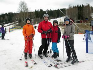 Familjen Brodd – Markus, Peter, Billy och Aine – från Stockholm stortrivs i Kungsberget och var på plats även under säsongsfinalen.
