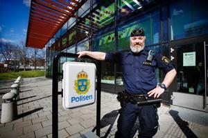 """Lyckad polisdag. Polis Nils Lundmark var med när poliser från Södertälje och Botkyrka grep inbrottstjuven. """"Det hör inte till det vanliga att gripa någon på bar gärning"""", säger han."""