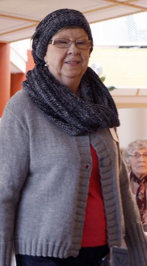 Sonja Johansson i stickat.