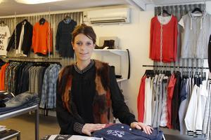 Susanna Andersson driver nystartade klädbutiken Hallonsoda i Norrtälje  centrum sedan november förra året. Hon har jobbat med kläder i 22 år och för att lyckas  måste brinna för det man gör, menar hon.