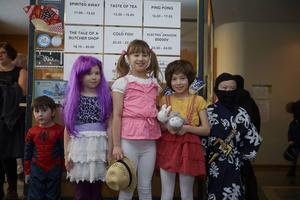 Många av barnen antog utmaningen och kom utklädda, från vänster: Tei Ingels, Mina Blidenstein, Emilia Blidenstein och Lisa samt Oliver Axelsson.