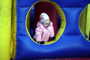 Borgen var ett uppskattat nöje hos många av de mindre barnen. Många barnfamiljer fanns på plats under lördagens Vemhåkalas.