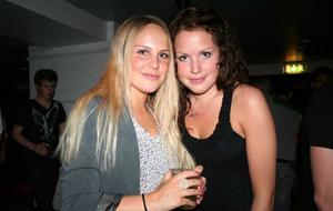 Blue Moon Bar. Sanna och Hanna
