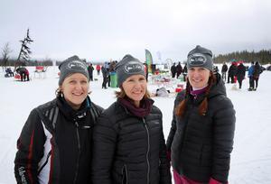 Skotertjejerna Malla Olsson, Gunilla Åström och Monica Loft hade ordning och reda på gubbarna i klubben