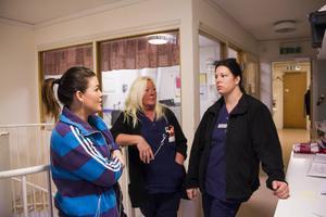 Carro Ohlsson, Gunilla Hallström och Veronica Sundqvist jobbar som undersköterskor och tycker att de tjänar alldeles för lite. Att fackavgiften då går till att finansiera en lyxkrog och konferensanläggning, tycker de är horribelt.