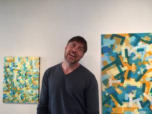 Konstprofessorn Todd Lowery från universitetet i Springfield, Missouri ställer ut på Galleri S. Stratografia heter utställningen.