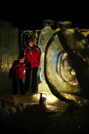 För många kändes det nog nästan trolskt att vandra bland alla upplysta isskulpturer där det nästan kändes som om allt fått liv.