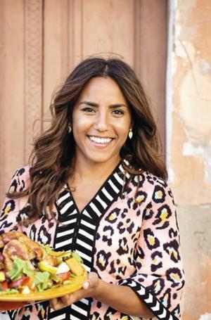 """""""I Marocko smakar maten som en dröm – men är svår att få fin på tallriken"""" skriver Västeråsbördiga Markiz Talhaoui i sin nyutkomna bok  I köket med Markiz. Men det är inte stektemperaturer och Michelinstjärnor som är grejen för henne, det är matupplevelsen."""