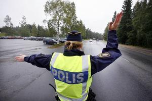 Vad är polisyrket värt? Varannan polis i Jämtlands län tjänar under 25 000 kronor.