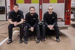 Anders Johansson, Fredrik Ericson och Patrik Jacobsson är alla tre brandmän inom räddningstjänsten Östersund. De är också med i sjukvårdsgruppen och åker därför med på hjärtstoppslarm.