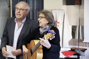 Inge och Gun Ström kom och underhöll med sång och berättelser under denna träff.