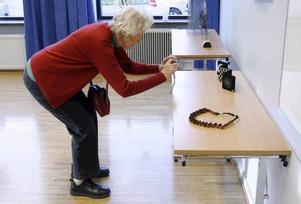Förevigar. Ragnhild Knutsson, Stockholm, fotograferade bidragen till årets Guldnål.