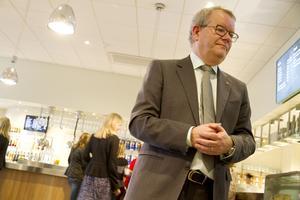 Kommunstyrelsens ordförande Anders Teljebäck (S) försöker hitta ett sätt som kommunen kan hjälpa Tidö slott på.