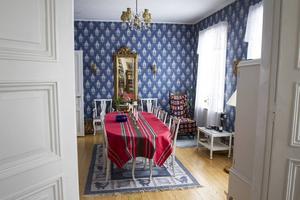 Salen på undervåningen är platsen för finare middagar.