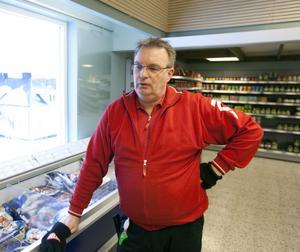 """Tappar kunder. """"Det blir minskade inkomster för oss"""", säger Icahandlaren Lars-Göran Sundström om konsekvenserna av att Cibes flyttar fabriken från Järbo."""