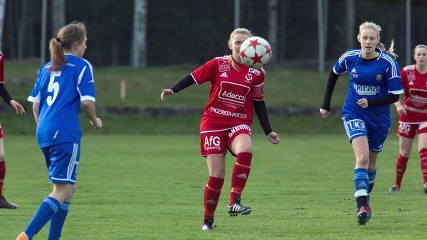 Västanforskaptenen Lina Nilsson och hennes lagkamrater jobbade hårt mot Norrby, men det blev ändå förlust.