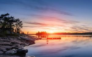 Bäst av allt är att övernatta vid stranden och direkt när man vaknar ta ett morgondopp, tycker Henrik Hagström, som själv är från Åland.