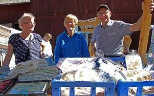Tre glada försäljare: Kerstin Hägg, Kerstin Johansson och Gunnar Johansson. Foto: Eva Högkvist